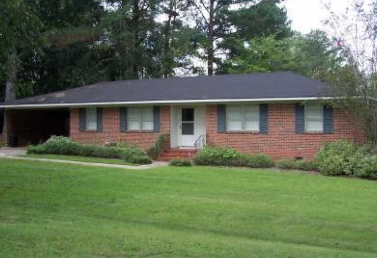 102 Whitfield Avenue Livingston, Alabama 35470